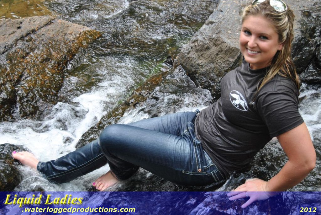 фото девушек в мокрых джинсах